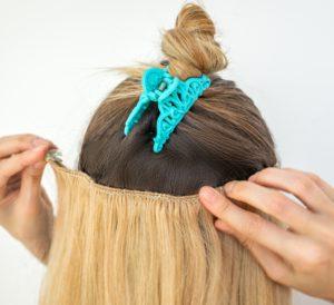 Mit Haar-Tressen bekommst Du breite Haarstränge.