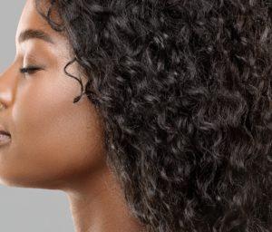 Lockige Haare bedürfen einer besonderen Pflege.