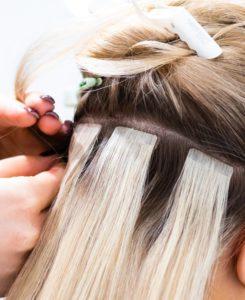 Möchtest Du Deine Extensions beim Friseur einsetzen lassen, musst Du mit höheren Kosten rechnen.