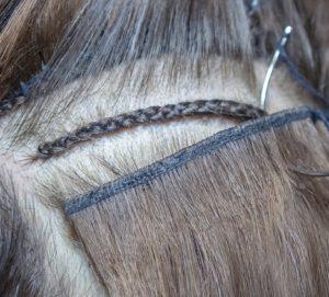 Weaving-Extensions werden in das Eigenhaar eingenäht.