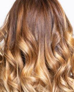 Mit Haarteilen aus Echthaar kannst Du voluminöse Frisuren kreieren.