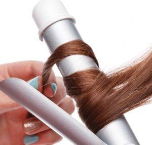 Mit einem Heizstab werden Deine Haarsträhnen zu Locken geformt.
